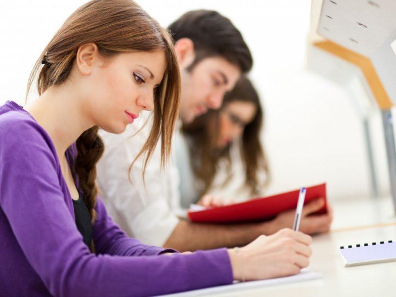 OKJ képzéssel gyorsabban szerezhetsz tudást és szakmát.