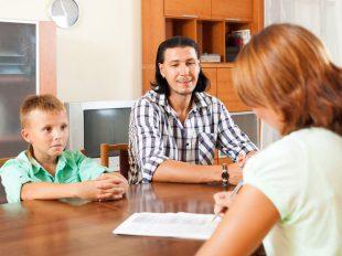 A szociális asszisztens tanfolyam elvégzése után segítséget nyújthatsz és tanácsokat adhatsz hátrányos helyzetű családoknak.