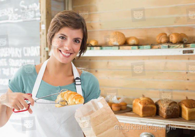 A vendéglátó eladó tanfolyam során elsajátíthatod a vendégek precíz kiszolgálását.