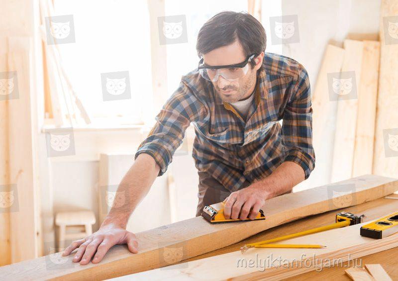 Az asztalos tanfolyam során megtanulos a különböző fafajták megmunkálási módszereit.