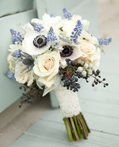 A virágkötő és virágkereskedő tanfolyamon esküvői títhatodcsokrok kötését is elsajá
