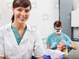 A fogászati asszisztens tanfolyam felkészít rá, hogyan legyél a fogorvos segítségére a beavatkozások közben.