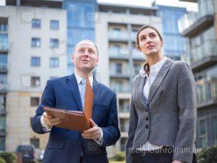 A z ingatlanközvetítő tanfolyam során elsajátíthatod, hogy milyen paraméterek alapján mutasd be a lakásokat az érdeklődőknek.