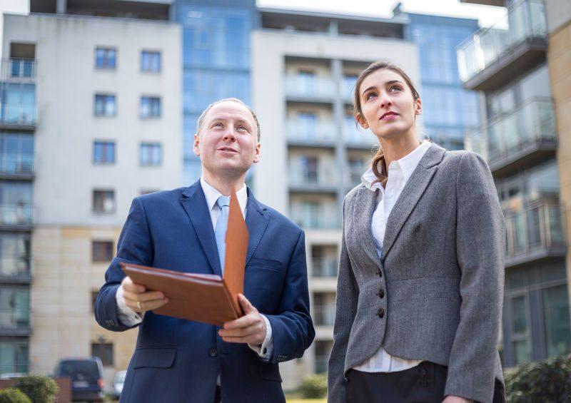 Az ingatlanközvetítő tanfolyam során elsajátíthatod, hogy milyen paraméterek alapján mutasd be a lakásokat az érdeklődőknek.