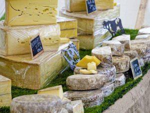 A sajtkészítő tanfolyam után különböző biopiacokon is lehetőséged van portékád értékesítésére