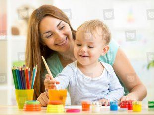 A kisgyermekgondozó-nevelő tanfolyam során pedagógiai ismeretekkel is gazdagodhatsz.