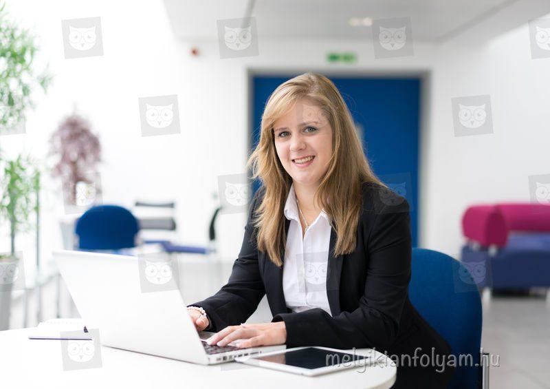 A vállalkozási ügyintéző tanfolyam során az irodai és pénzügyi adminisztrációs folyamatokat is elsajátíthatod.