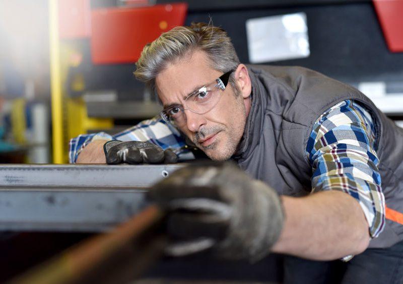 Az épület- és szerkezetlakatos tanfolyam után építkezéseken is munkát vállalhatsz.